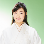 羽山みずきは元巫女さん!歌手デビューでカラオケバトルも参戦?