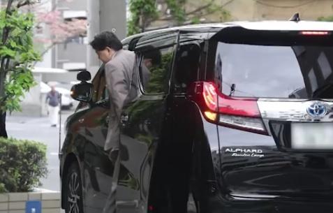 林芳正文科相 キャバクラヨガ 公用車